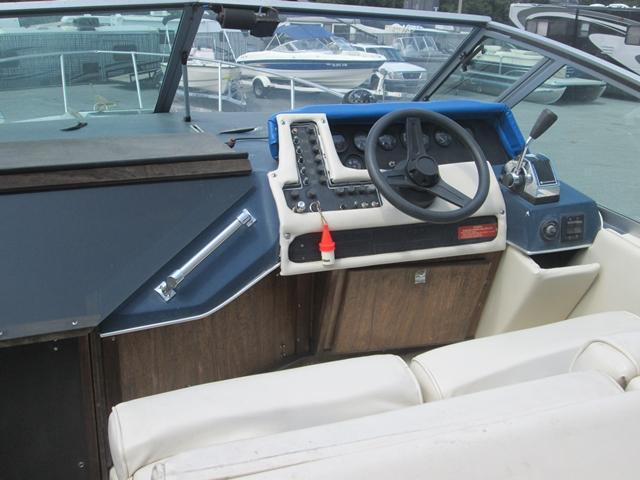 1986 Sea Ray Sundancer 268BH