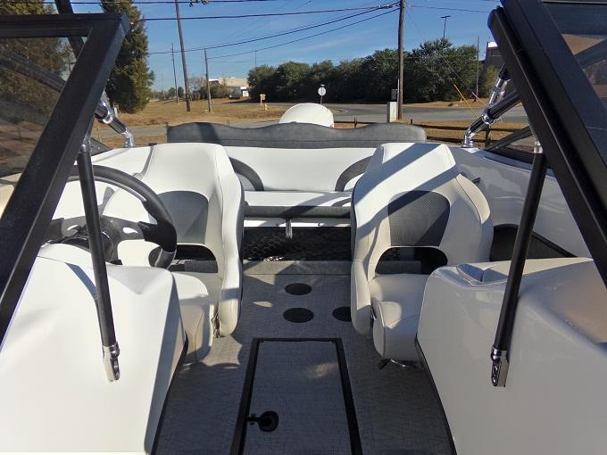 2017 Caravelle Boat Group Caravelle 17EBO