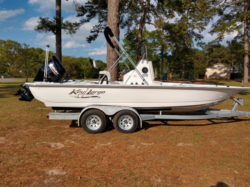 2019 Caravelle Boat Group Key Largo 220 BAY LTD
