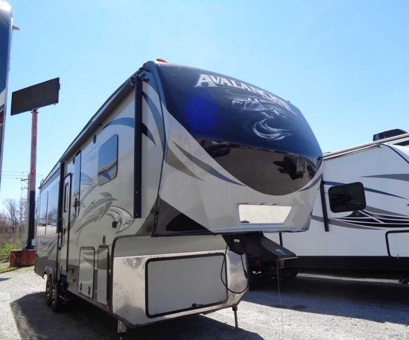 2016 Keystone Avalance 300RE