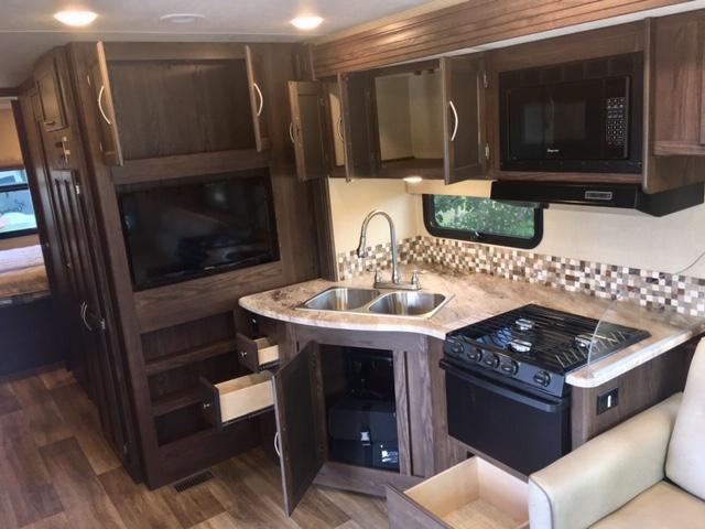 2018 Coachmen By Forest River Pursuit 33BH