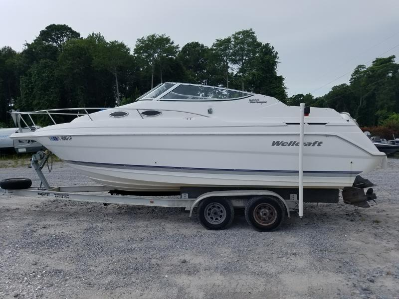 2001  Wellcraft 2400 MARTINIQUE