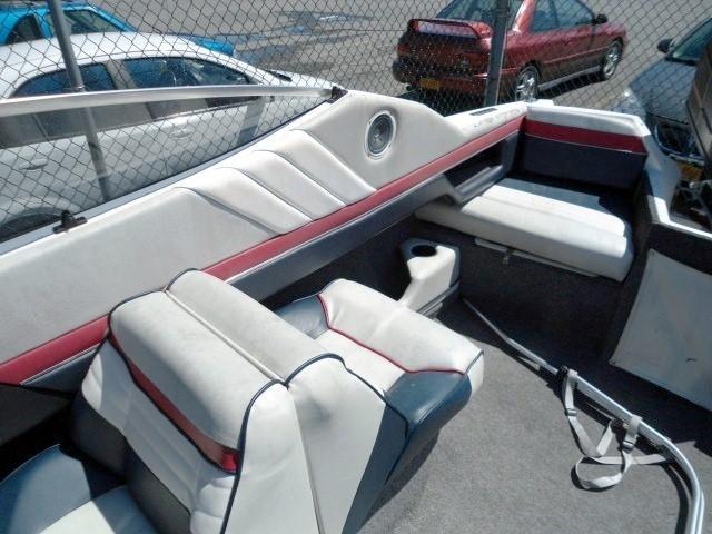 1990 Brunswick Boat Group Bayliner CAPRI