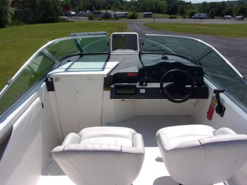 1992 Sea Ray Boats Sea Ray 230 SUNDANCER