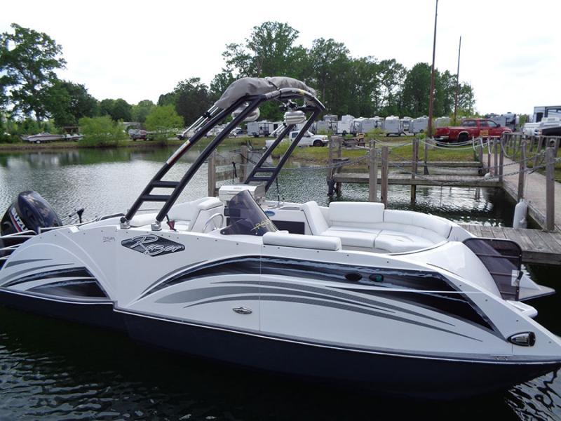 2018 Caravelle Boat Group Razor 219 UR