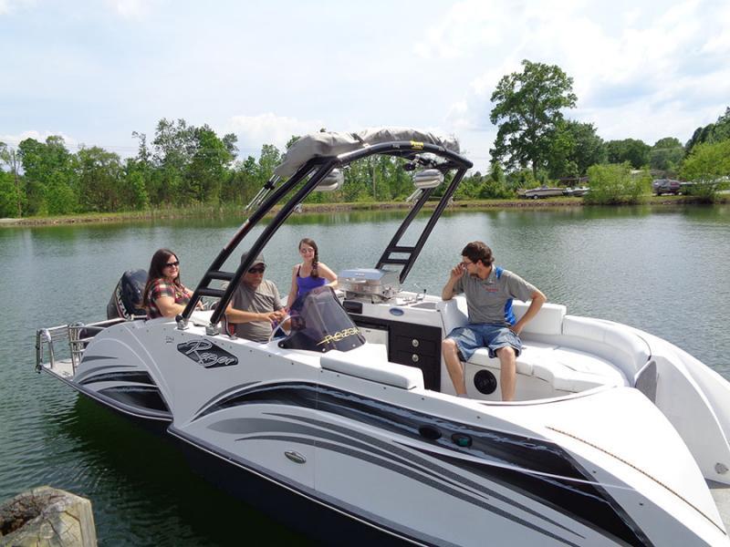 2019 Caravelle Boat Group Razor 219 UR