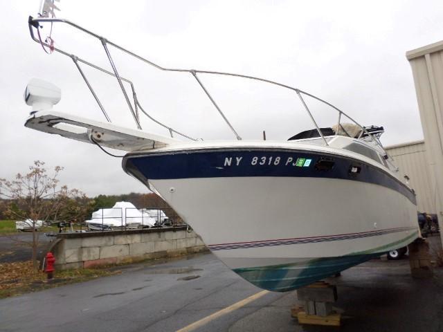 1985 Brunswick Boat Group Bayliner 2750 SUNBRIDGE
