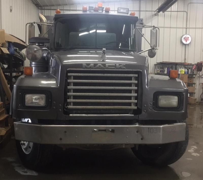 1993 Mack RD 688S Dump Truck