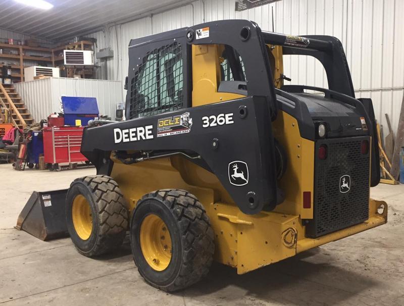 2015 John Deere 326E  Skid Loader