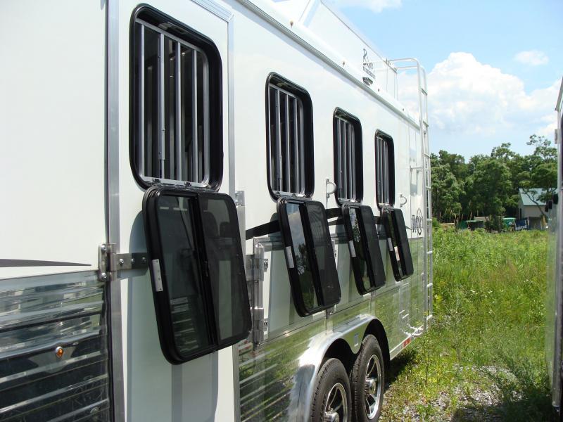 2018 Bison Trailers 8414RG Horse Trailer