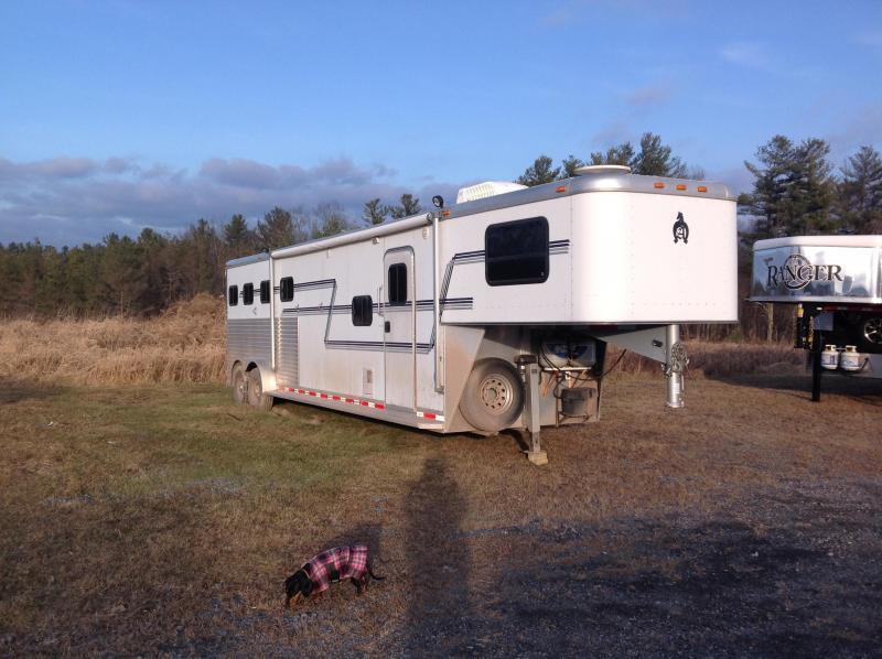 2005 Adam 4 Horse with LQ Horse Trailer