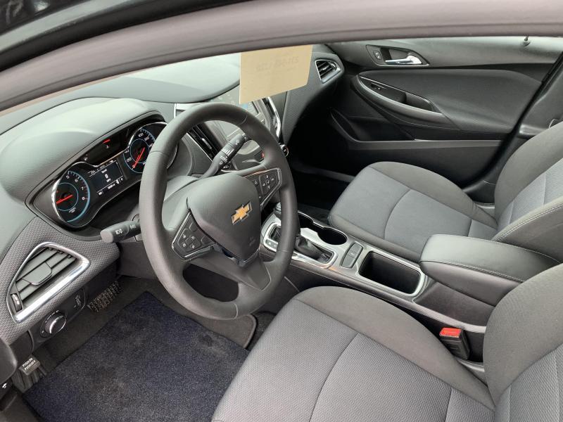 2017 Chevrolet CRUZE LT Car