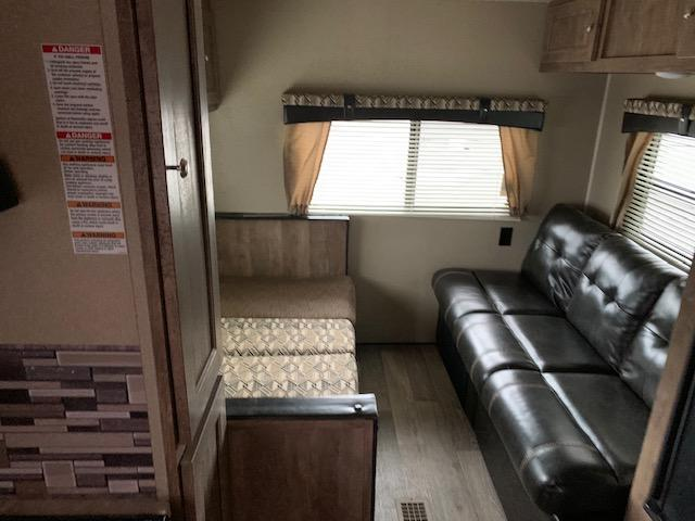 2018 Palomino PUMA 19RLC Travel Trailer