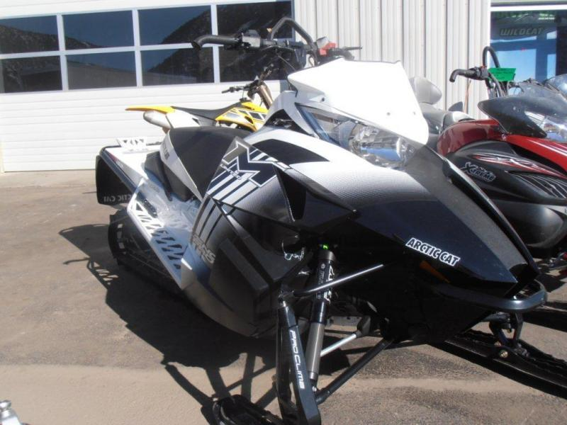 2014 ARCTIC CAT M8 LIMITED ES 153 (Demo Snowmobile)