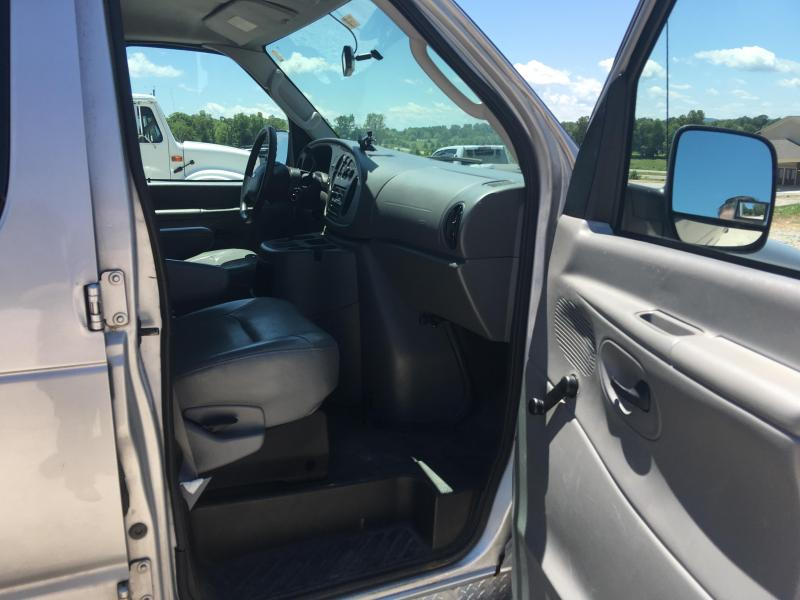 2005 Ford E250 Truck with Wheel Chair Lift