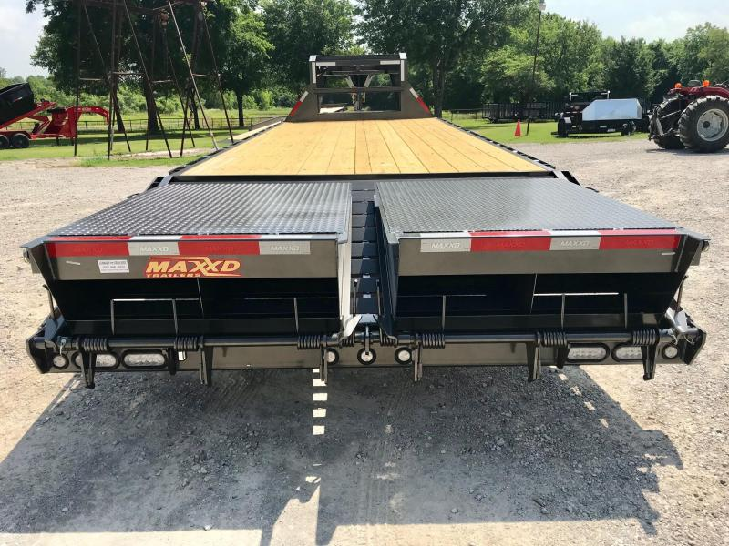 2019 MAXXD 25' GSX Flatbed Dovetail w/ Singles and MAXXD-OUT Ramps