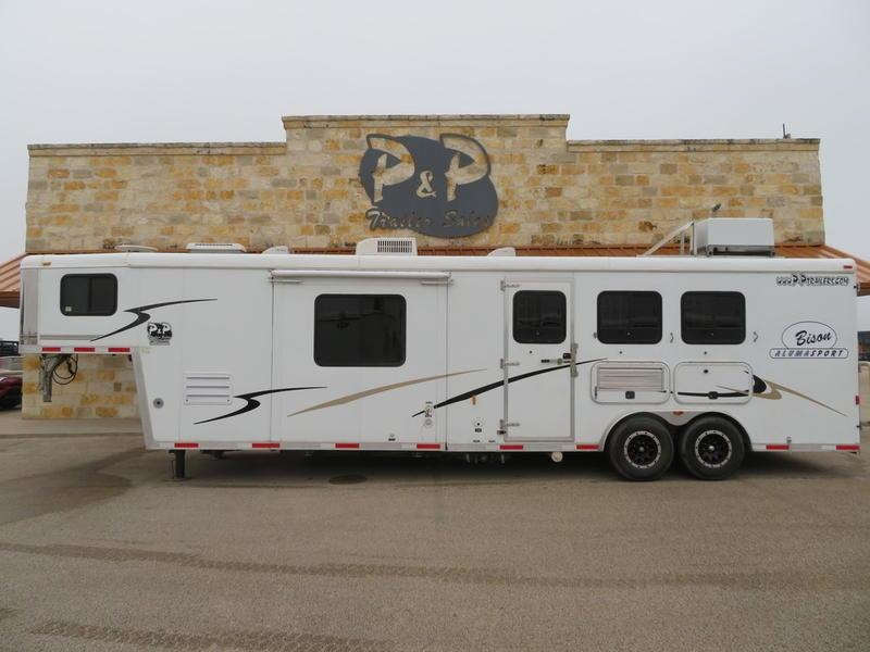 2007 Bison 3 Horse 12' Short wall