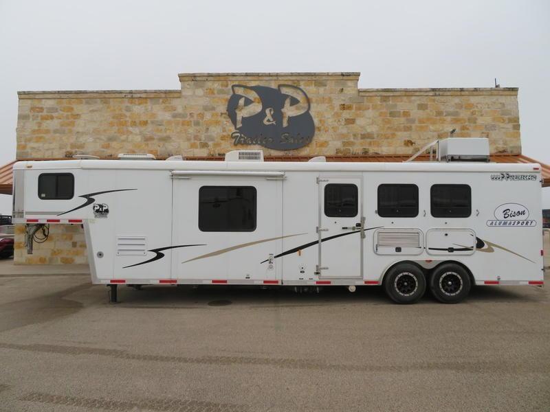 2007 Bison 3 Horse 12' Short wall