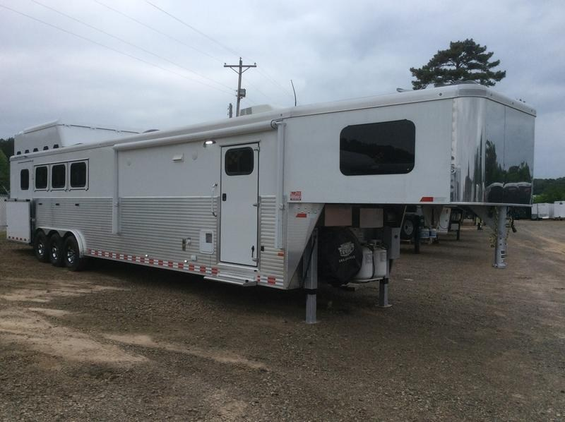 2016 Sundowner Trailers 4H 15' LQ w/ Rear Side Load