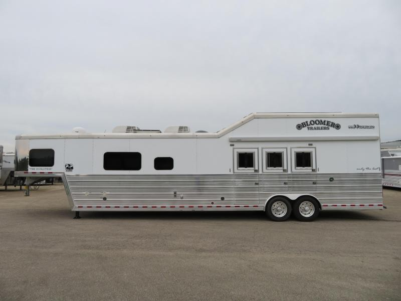 2016 Bloomer Trailer Manufacturing 3H 16ft SW Horse Trailer