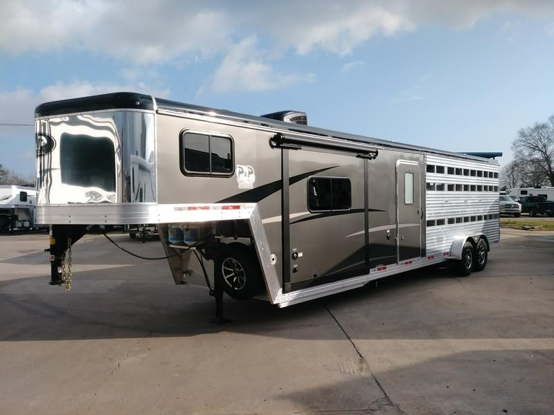 2020 Bison Trailers 9 Short Wall Stock/Combo with Slideout 37.67' Livestock Trailer LQ in Ashburn, VA