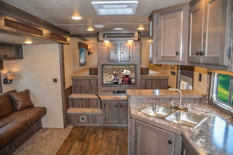2019 Lakota Charger CX9ST 3 Horse 9' LQ Horse Trailer