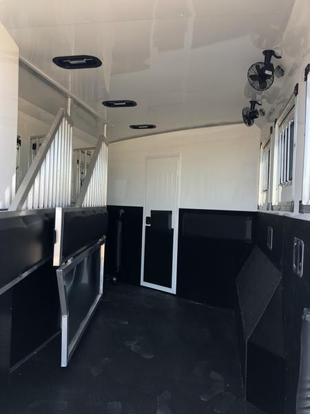 2019 Bison Laredo 3 Horse 19' Living quarter