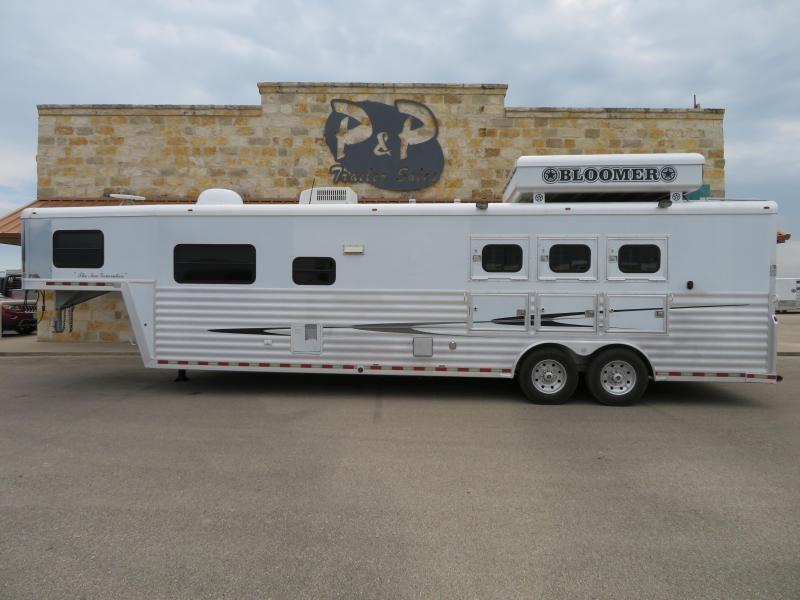 2006 Bloomer 3H 15SW Horse Trailer w/ sofa & dinette