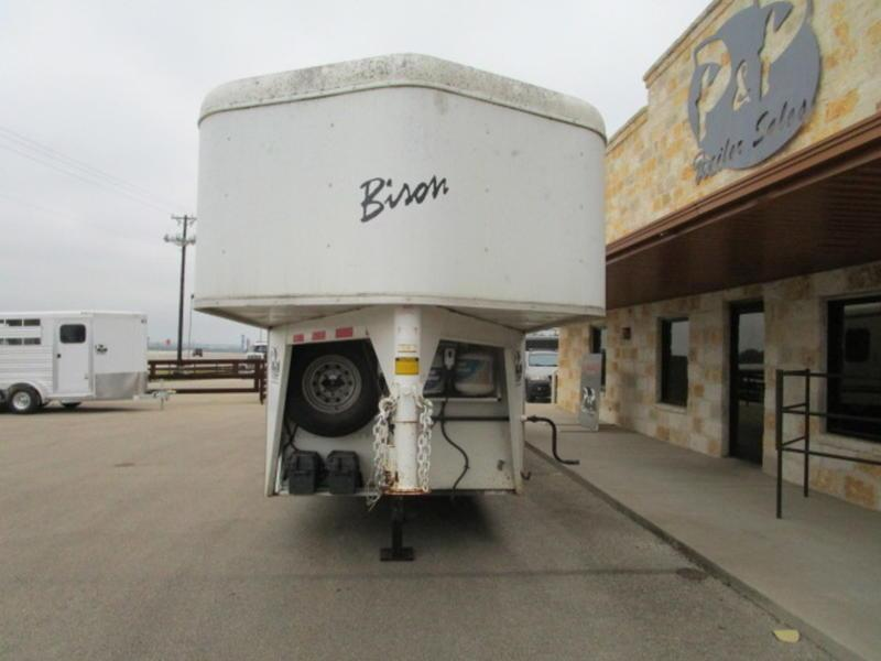 2007 Bison 3 Horse 10' Short Wall Trails Express