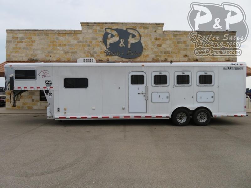 """2004 Sooner 76411GN 4 Horse Slant Load Trailer 10'6"""" FT LQ"""