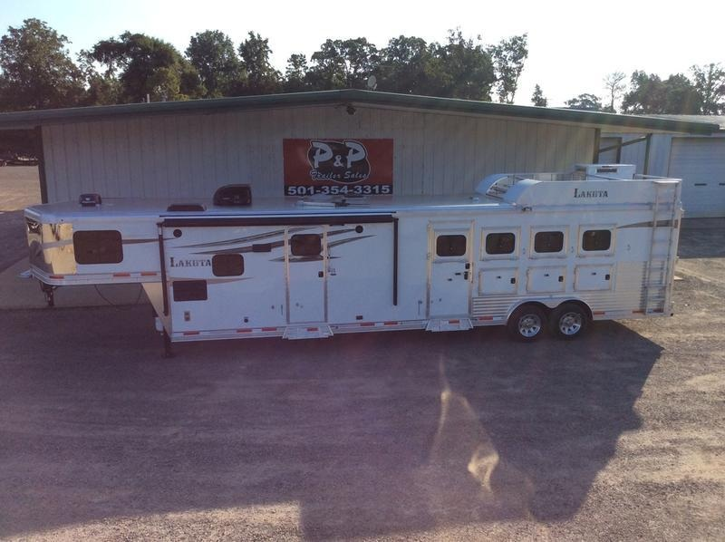 2019 Lakota Trailers 4 Horse 15ft Short wall