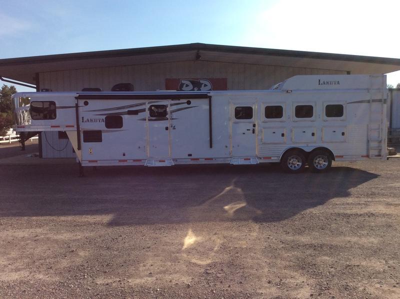 2019 Lakota Trailers 4 Horse 15ft Short wall