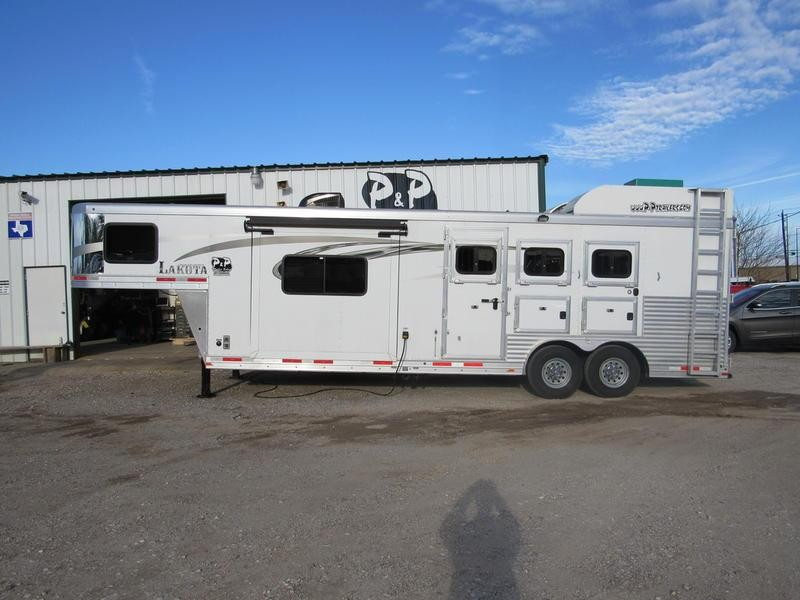 2016 Lakota Trailers Charger 3 Horse 11' Short Wall w/Slide-Out
