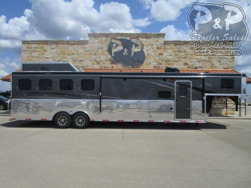 2019 Bison 4 Horse 11' Shortwall with Slide Out
