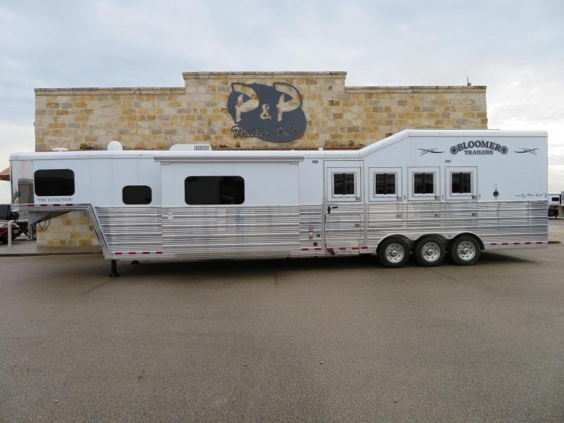 2019 Bloomer Trailer Manufacturing 4 Horse 15.5 ft Short wall PC load Horse Trailer