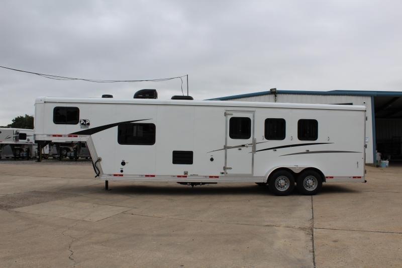 2019 Bison Trailers Trail Boss 7311TB 3 Horse 11 LQ Horse Trailer Slant