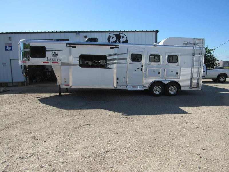2019 Lakota Trailers Charger 3 Horse 11' Short Wall w/Slide-Out