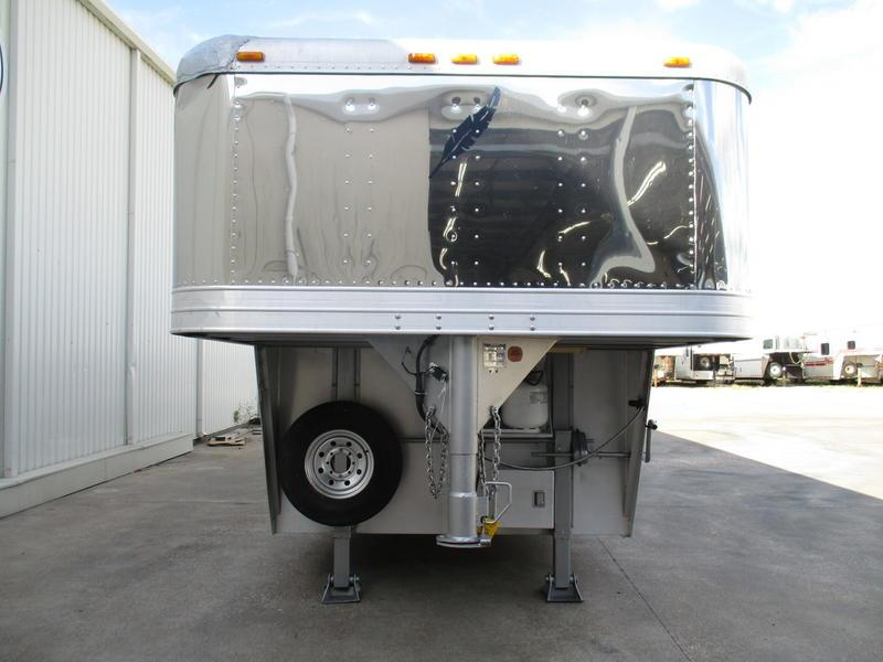 2000 Featherlite Trailers 8581 4 Horse 10' Short Wall