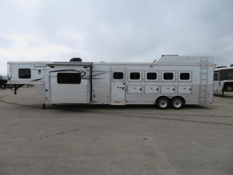 2014 Lakota C8512 5 Horse Trailer 12 LQ With Slides Slant