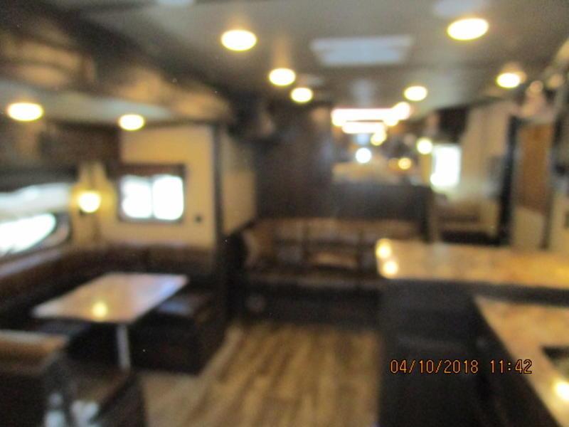 2018 Lakota Trailers BH8416TSRB 4 Horse 16Ft Short Wall