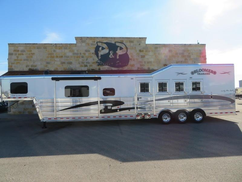 """2019 Bloomer Trailers 4 Horse 15'4"""" SW with Sofa and Dinette"""
