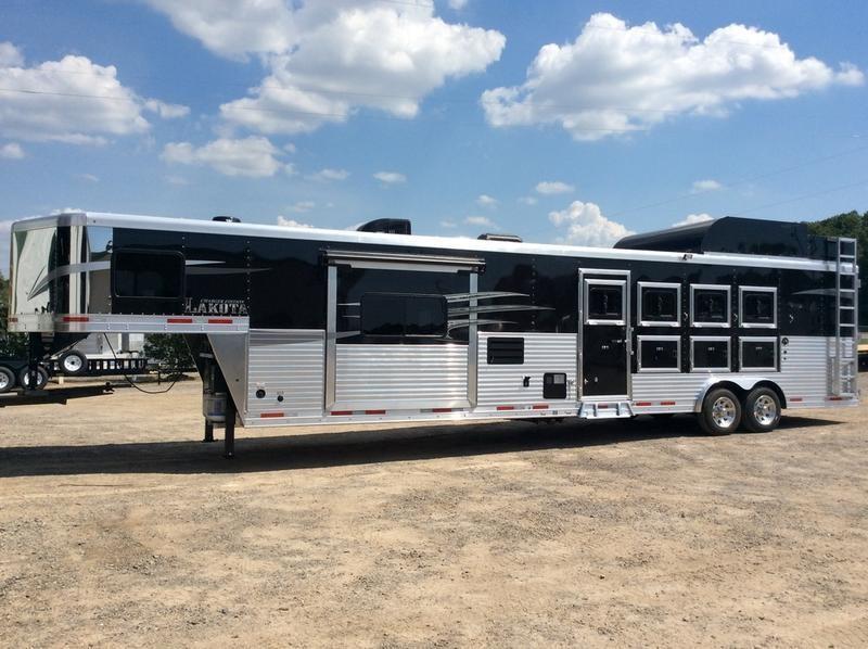 2020 Lakota 4 Horse 15 Living Quarter w/Slide-Out 4 Horse Trailer 15 LQ With Slides Slant in Ashburn, VA