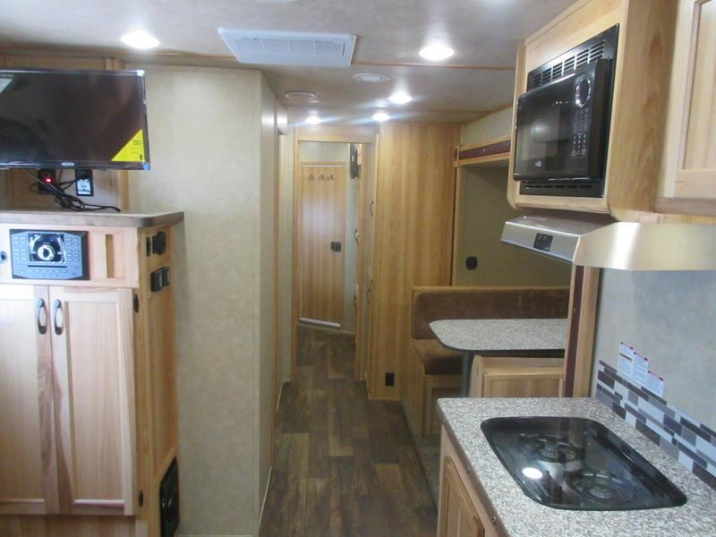 2019 Bison ranger 8417rglbhrsl 4 horse 17' shortwall with bunk room