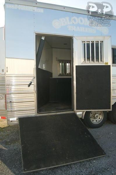 2013 Bloomer 5 Horse 17'5 5 Horse Slant Load Trailer 17.5 LQ With Slides w/ Ramps