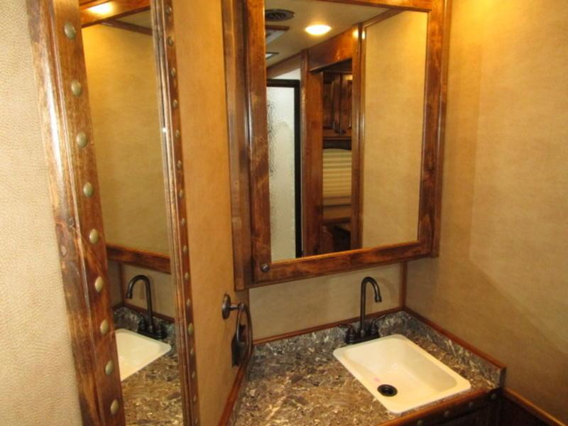 """2018 4-Star Trailers 4 Horse 15'4"""" Short Wall With Slide-Out"""