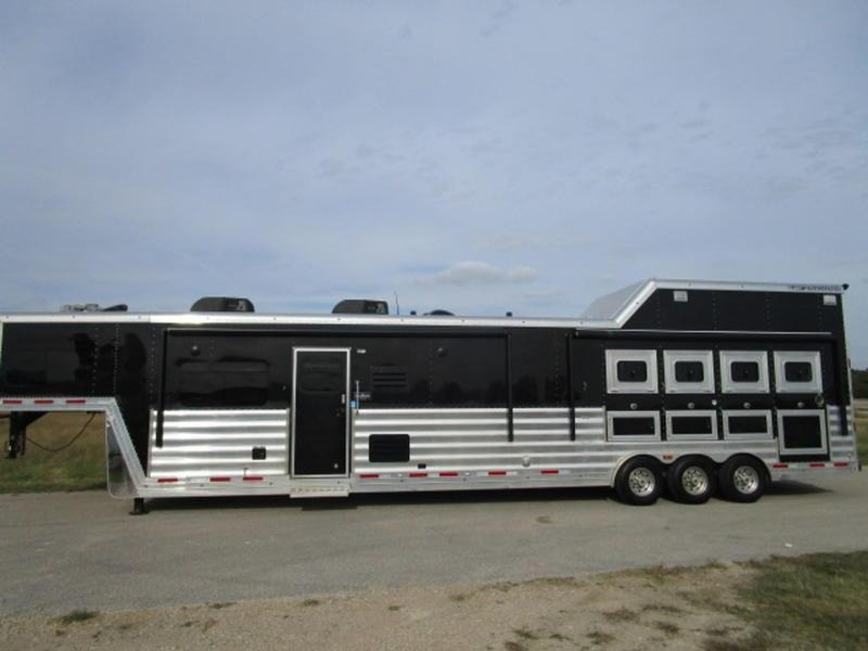 2016 Featherlite Trailers 4 Horse Reverse Load  w/ 18' SW and Onan Generator