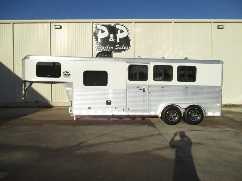 2016 Sundowner Trailers Santa Fe Living Quarter 6906 3 Horse 6' Short Wall