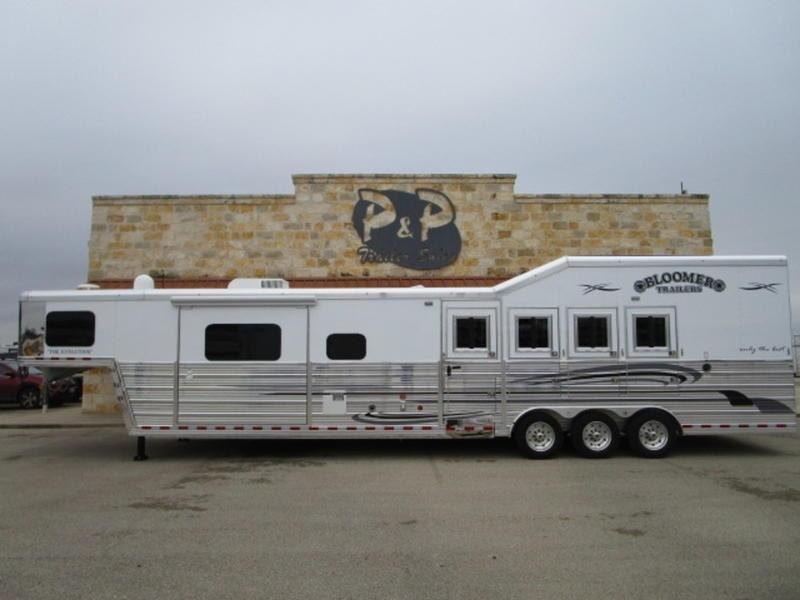 """2019 Bloomer Trailers 4 Horse 15'10"""" Short Wall"""