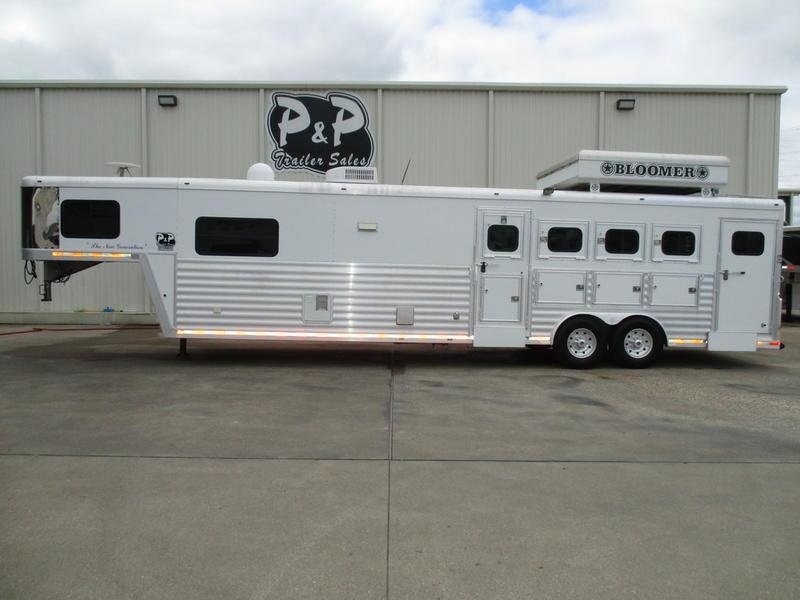 2006 Bloomer Trailers 4 Horse 15' Short Wall