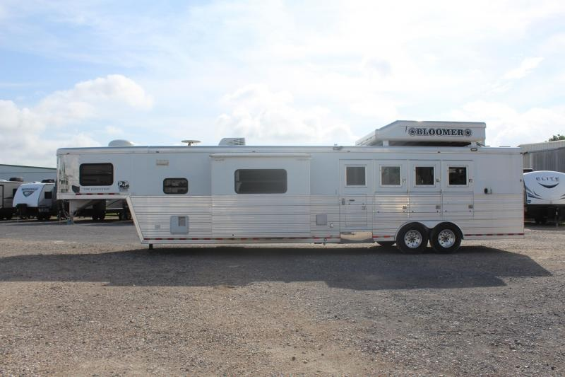 2007 Bloomer Trailers 4H16SW 4 Horse with 16' Short wall in Ashburn, VA